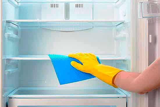 Чистка холодильника.