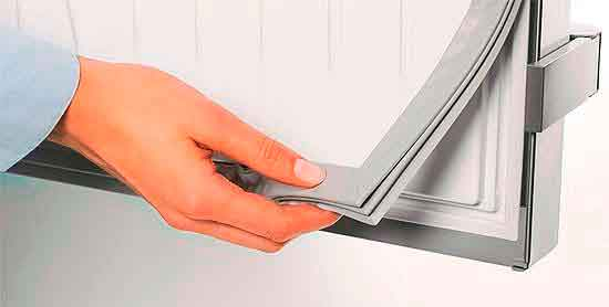 Проверка состояния уплотнителя в двери.
