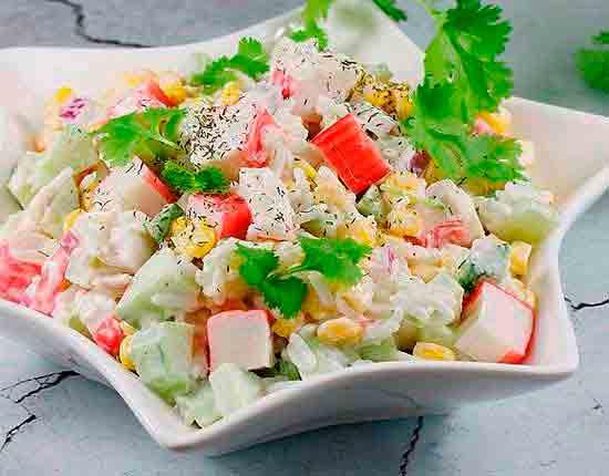 Салат с крабовыми палочками без яиц.