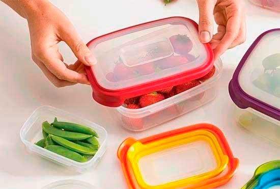 Пластиковые контейнеры для заморозки.