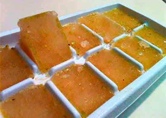Как заморозить бульон в лотке для кубиков льда?