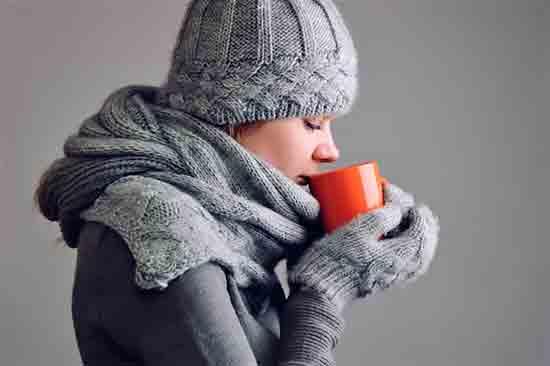 Teplyie_napitki_pomogayut_povyisit_temperaturu