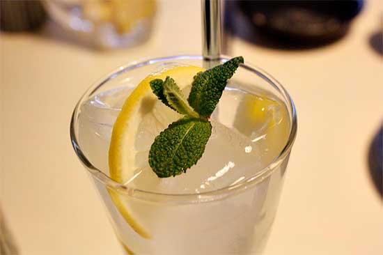 Voda_s_limonom_deystvuet_kak_antioksidant